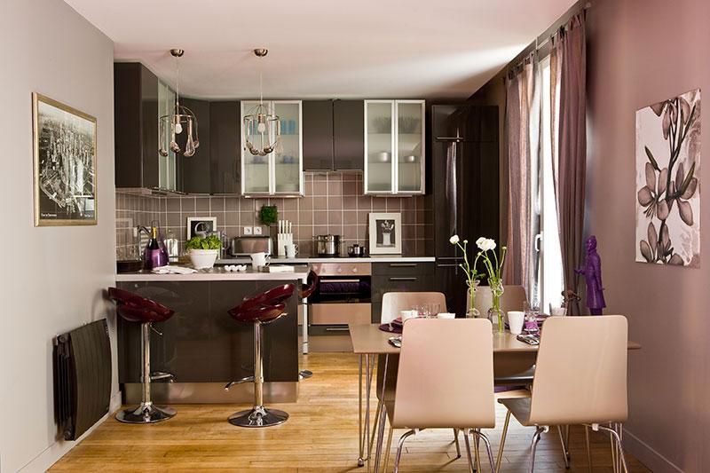 Cuisine  gris et parquet, Aménagement et décoration d'une cuisine ouverte dinatoire, à Issy-Les Moulineaux  - Buro2déco