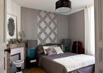 Un appartement vieillot devient une location meublée à Issy-Les Moulineaux - Buro2déco Aménagement et décoration Chambre - 008