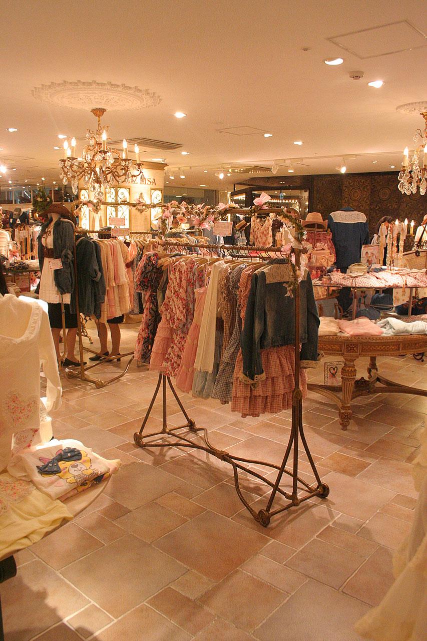 Liz Liza -3- Styliste ensemblier-agencement et aménagement des boutiques- KOYAGI LTD-Tokyo -Buro2Déco