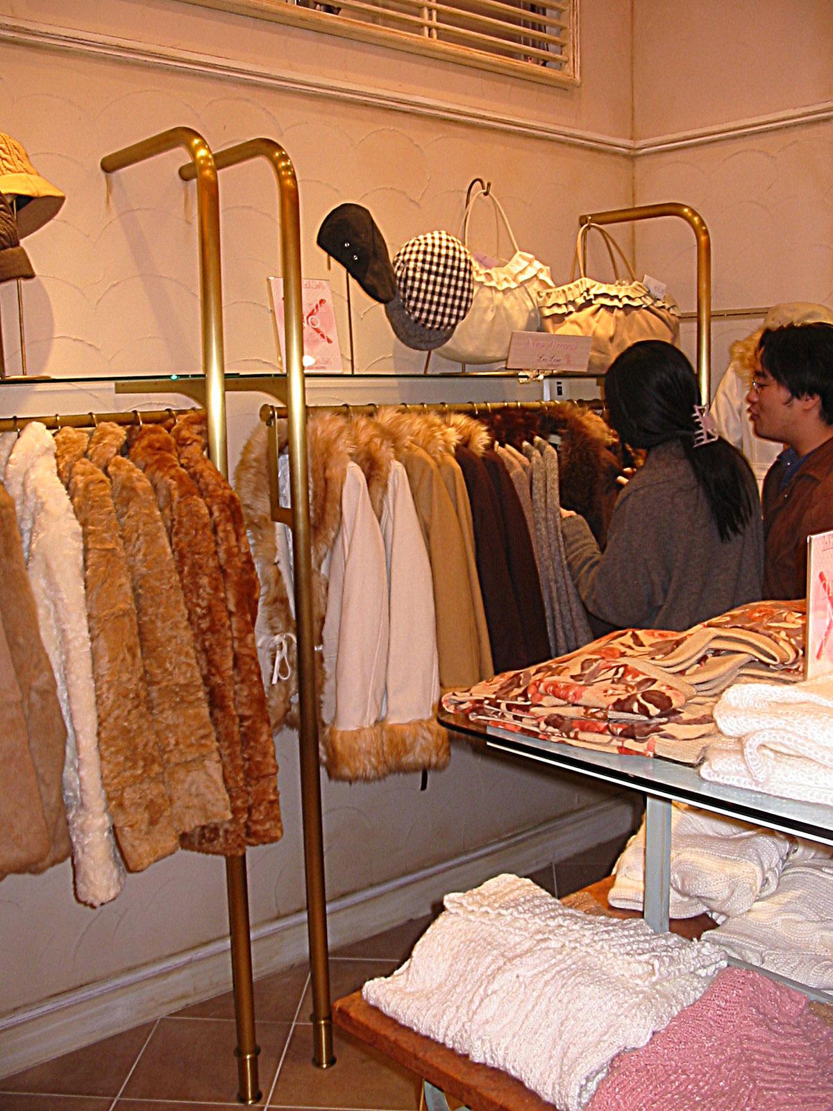 Liz Liza -4- Styliste ensemblier-agencement et aménagement des boutiques- KOYAGI LTD-Tokyo -Buro2Déco