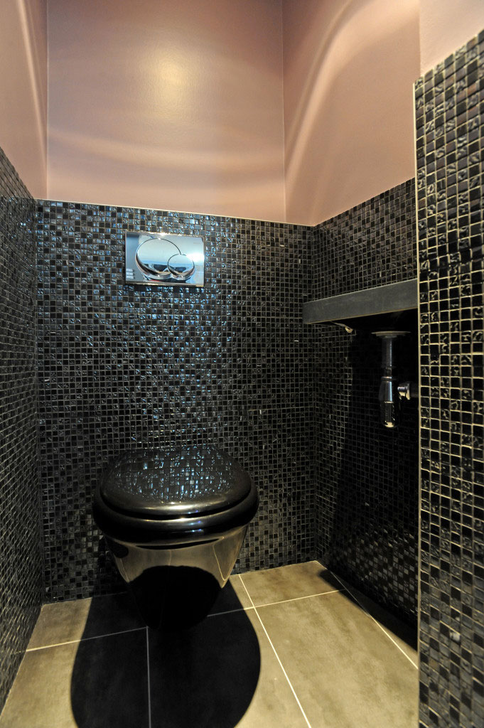 WC En noir et rose, Restructuration aménagement et décoration d'un appartement mixte à Paris 16ème -Buro2Déco Crédits Photos Alen Méaulle