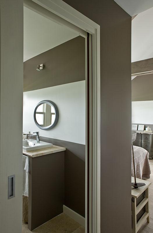 Plan vasque en pierre, motif rayures en peinture- Salle de bains n3 Maison de famille BBC sur mesure BURO2DECO CABOURG TRILLARD 090105