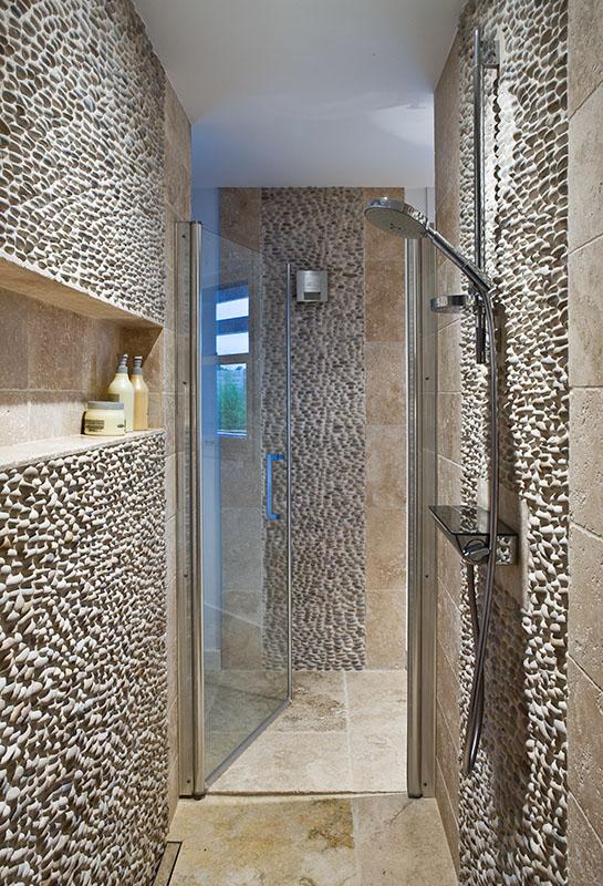 Douche à l'italienne , pierre et calade en galets salle de bains n1 Maison de famille BBC sur mesure BURO2DECO CABOURG TRILLARD 090114