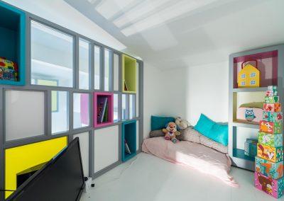 Un appartement familial en duplex aux couleurs Comics Arty, une mezzanine évolutive structure et optimise une chambre d'enfant  à Asnieres -sur-Seine / Buro2Deco  HomeInBox_52