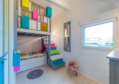 Un appartement familial en duplex aux couleurs Comics Arty à Asnieres-sur-Seine, une mezzanine évolutive sur-mesure structure et optimise une chambre d'enfant /Buro2Deco HomeInBox 35